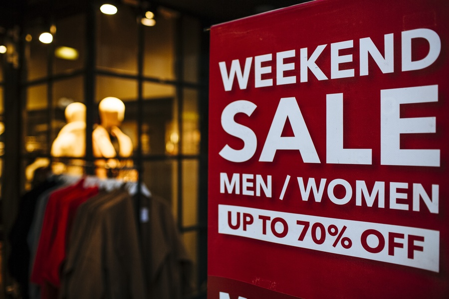 Mua hàng vào các đợt sale trong năm.