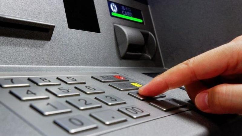 Chuyển tiền khác ngân hàng phí bao nhiêu?