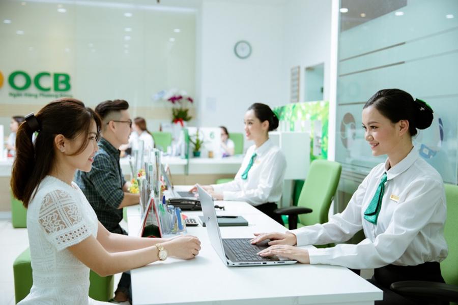 Khách hàng có thể đến trực tiếp ngân hàng để được nhân viên hỗ trợ đăng ký Internet Banking.