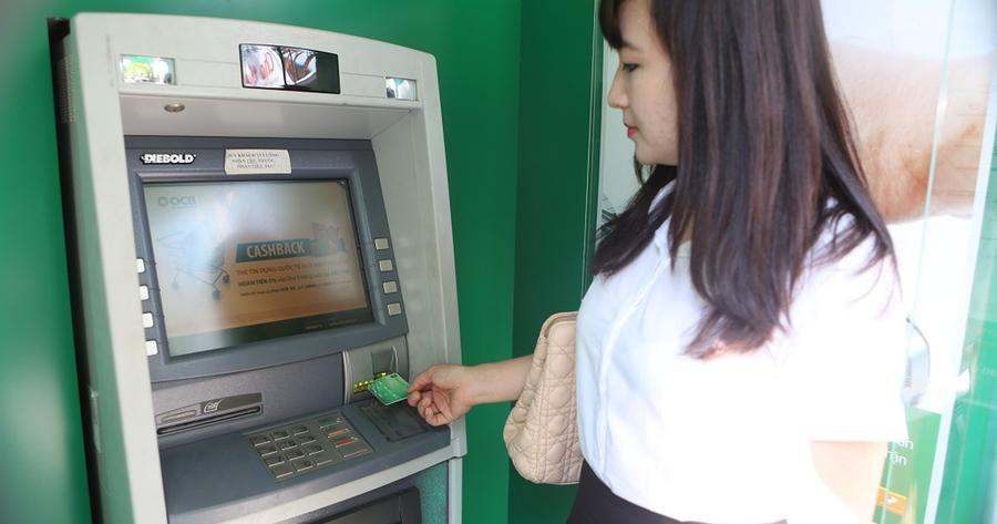Khách hàng có thể chọn chuyển tiền qua các cây ATM vừa nhanh lại vô cùng tiện lợi.