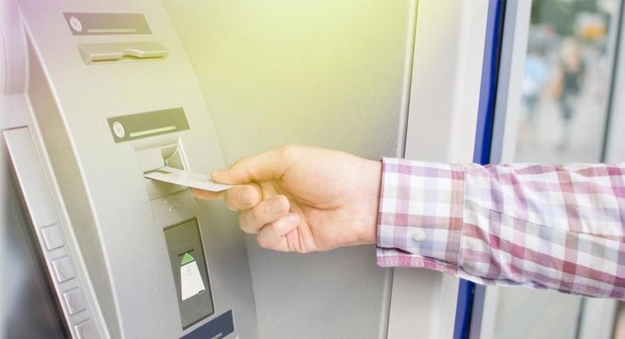 Hạn mức và chi phí chuyển khoản khác ngân hàng qua cây ATM.