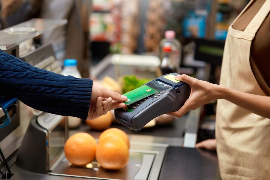 Viêc không kiểm tra máy POS hoặc máy ATM trước khi giao dịch có thể khiến bạn bị mất tiền oan.