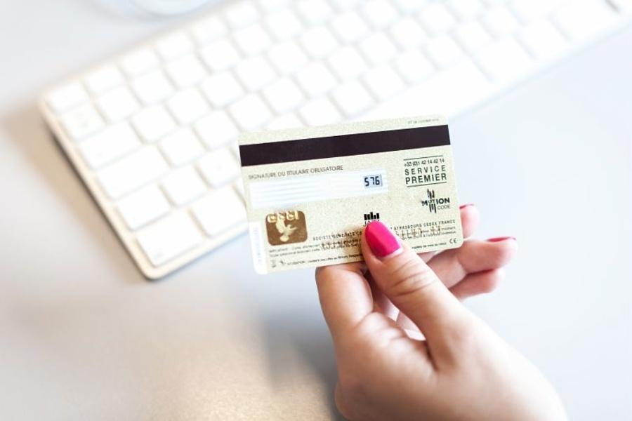 Tuyệt đối không tiết lộ số CVV/CVC trên thẻ tín dụng của bạn cho người khác.