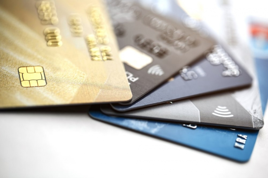 Thẻ ATM trở thành công cụ phổ biến để giao dịch tiền tệ ngày nay.