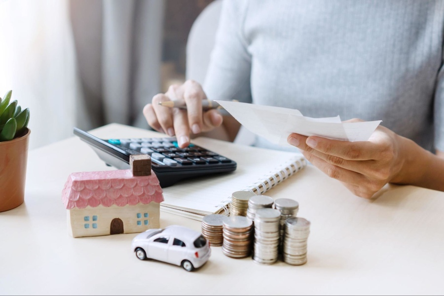 Tiết kiệm tiền giúp bạn sở hữu các tài sản như nhà cửa, xe cộ dễ dàng hơn.